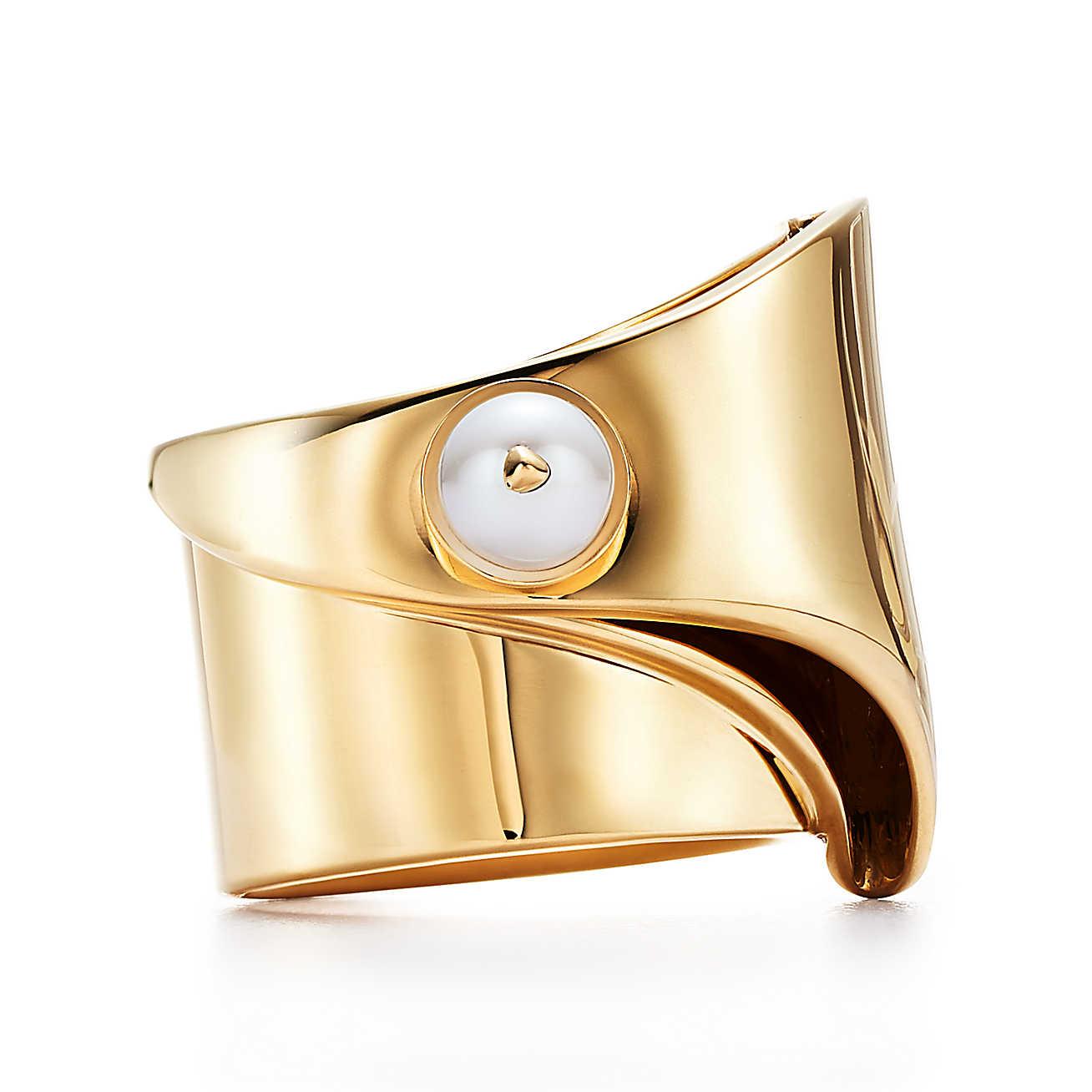 d4fe6af1a3fa Tiffany x Eddie Borgo ring in 18k gold with a freshwater pearl.