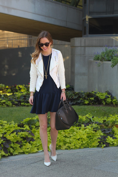 blogger jacket perfecto bag jewels side smile style sunglasses little black dress black and white