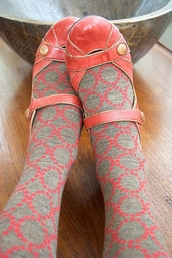 shoes,coral,gold,flats,straps,leggings