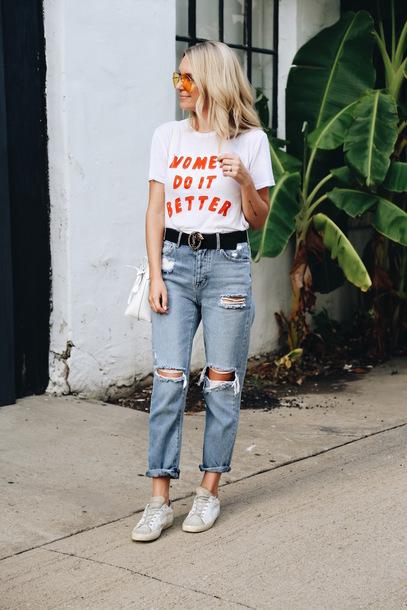 38d90246 somewherelately, blogger, t-shirt, jeans, sunglasses, sneakers ...