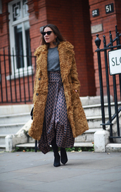 coat,grey top,cat eye,tumblr,fur coat,big fur coat,skirt,maxi skirt,top,boots,sunglasses