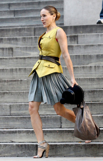 blouse yellow carrie bradshaw sex and the city yellow top sleeveless waist belt grey skirt midi dress black heels sarah jessica parker