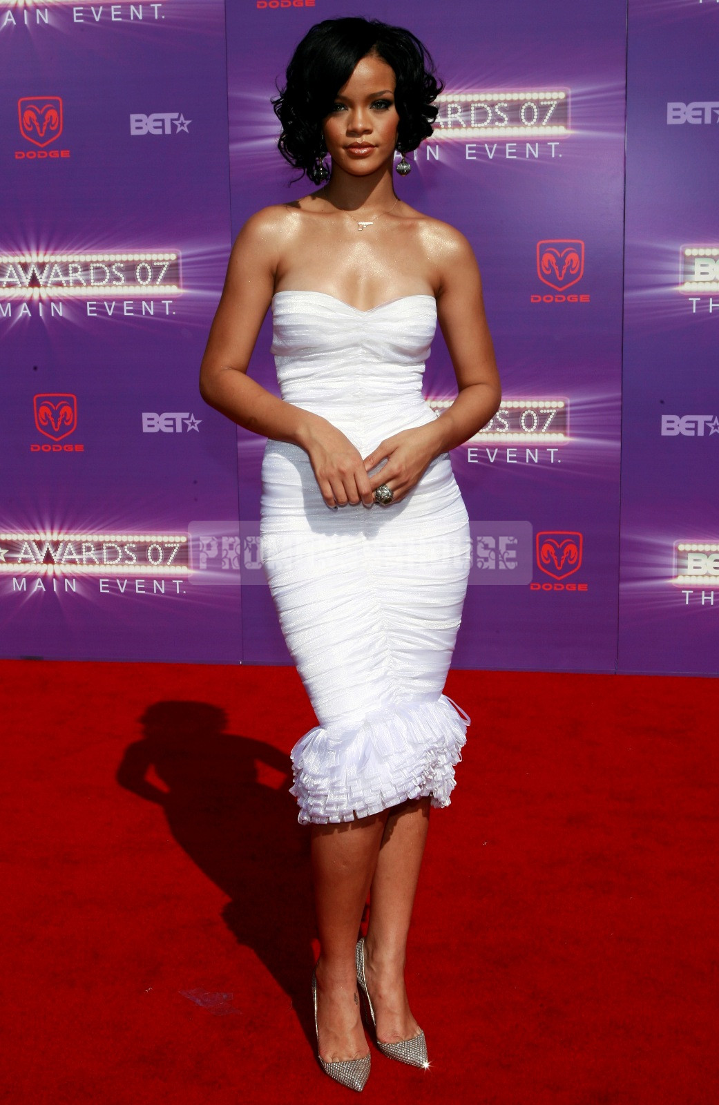Column Chiffon Strapless Ruching Knee Length Elegant Celebrity Dress - Promdresshouse.com