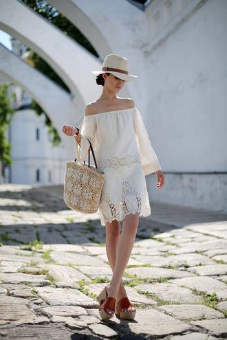 tina sizonova blogger shirt dress bag shoes jewels hat