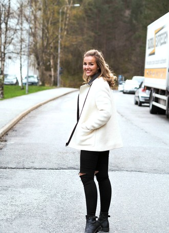 jacket blogger eirinkristiansen white perfect black and white the perfect cape