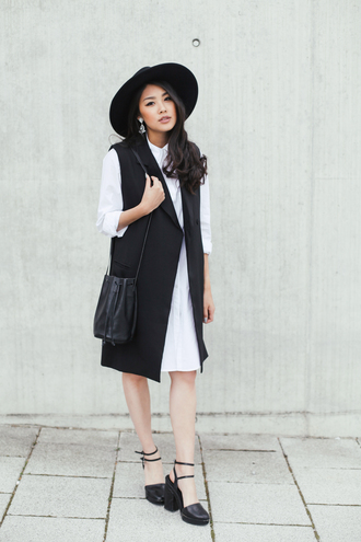 dress white shirt dress black bucket bag monochrome black vest long vest shirt dress panama hat bucket bag ankle strap pumps hat black
