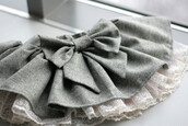 skirt,bow,grey and white,ruffle,grey,grey skirt,bow skirt,denim skirt,cute,white,kawaii,summer,mini skirt