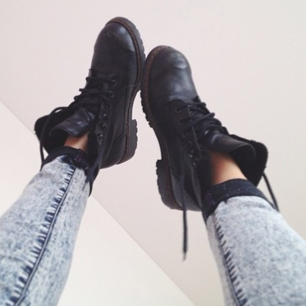 shoes black boots jeans military style military boots black boots like combat boots leather booties black booties doc martins vintage DrMartens fashion love  it ankle boots black combat boots blue skinny pants acid wash perf tumblr outfit black military shoes black shoes lace up boot punk grunge shoes