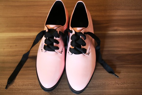 shoes pink shoes black laces ribbon laces pointed toe pointed toe flats