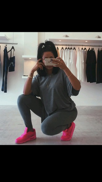 t-shirt grey t-shirt grey tumblr outfit outfit dope shoes leggings nike shoes pink trainers nike trainers swag bright trainers tumblr instagram urban