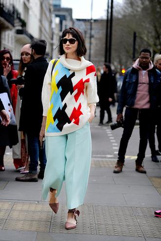 pants aqua pants aqua blue pants sweater sunglasses flats pointy flats pink shoes wide-leg pants