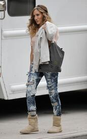 jeans,carrie bradshaw,sex and the city,sparkle,sarah jessica parker,ugg boots,bag