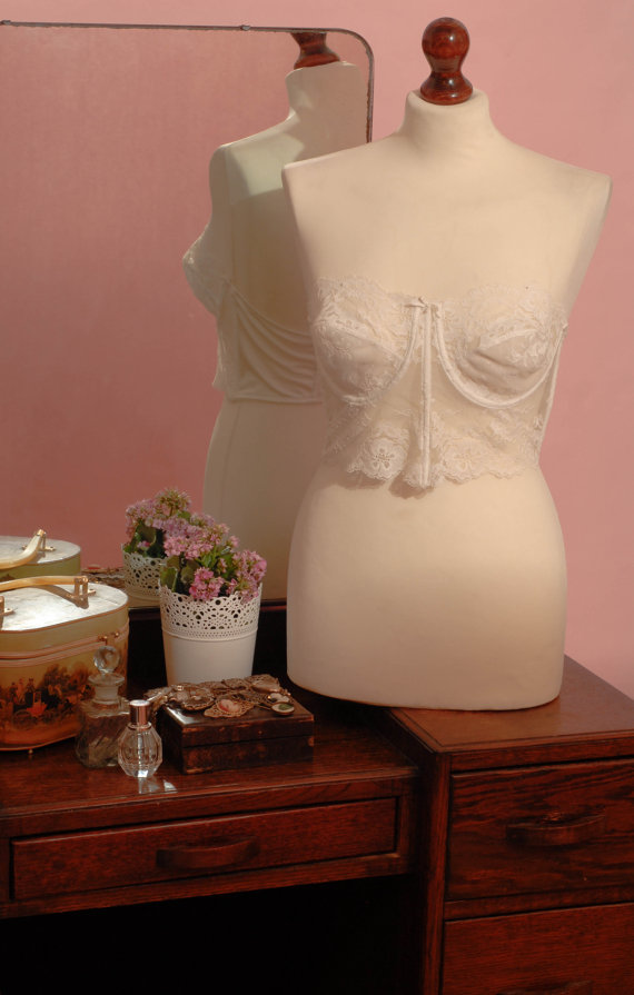Circa 1980s vintage white floral lace cropped by upsidedownkisses
