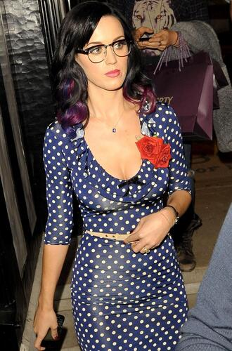 dress katy perry pin up blue dress polka dots three-quarter sleeves waist belt belt glasses purple hair celebrity style celebrity