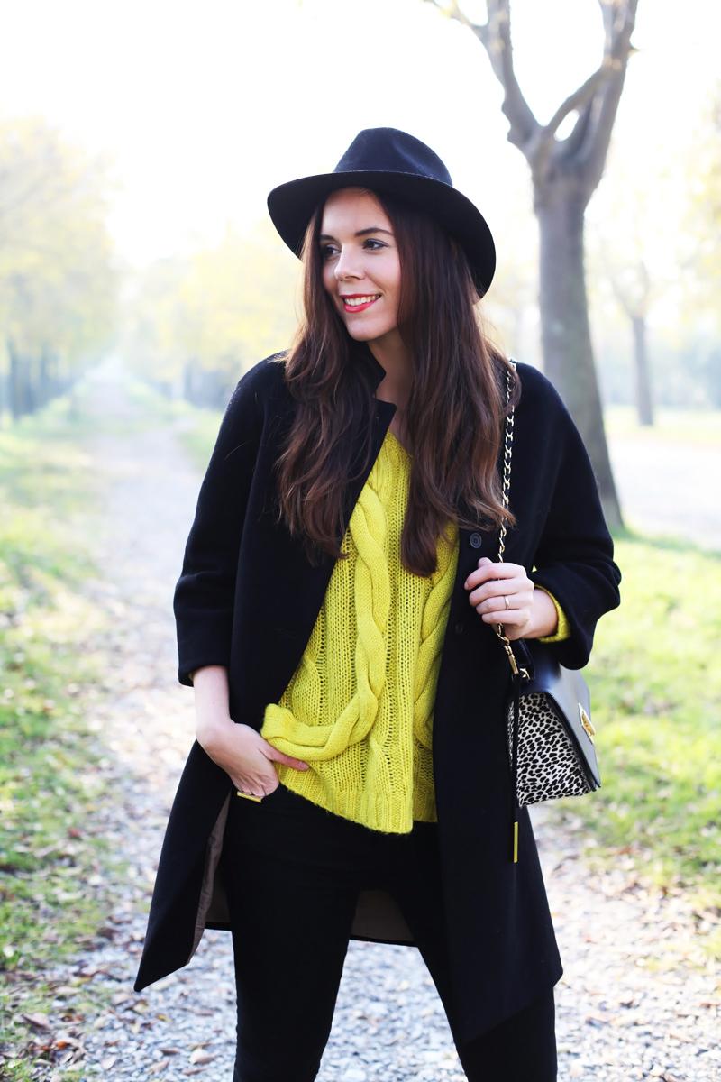 Maglione di lana color giallo canarino
