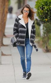 jacket,fall outfits,jeans,alessandra ambrosio,sneakers