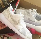 shoes,nike,white,diamonds,roshe runs