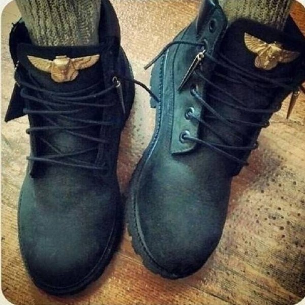 shoes boots ugg boots black winter sweater winter outfits windbreaker winter outfits flats denim sweater sweatshirt
