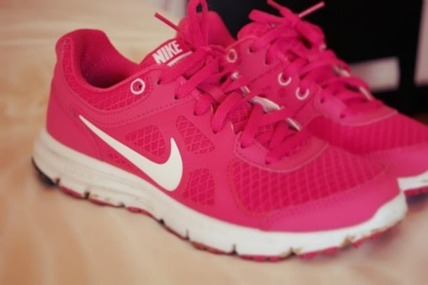 Hot PINK NIKE runners. Just got some new kicks! Can't wait to