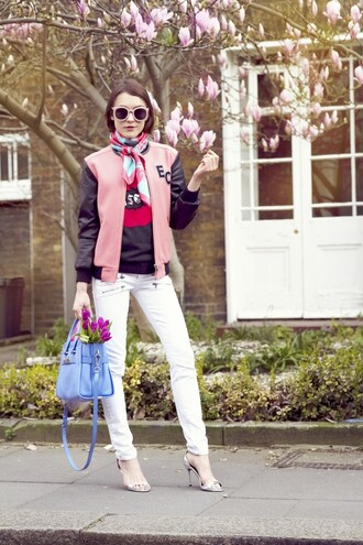 la petite anglaise blogger printed scarf spring outfits