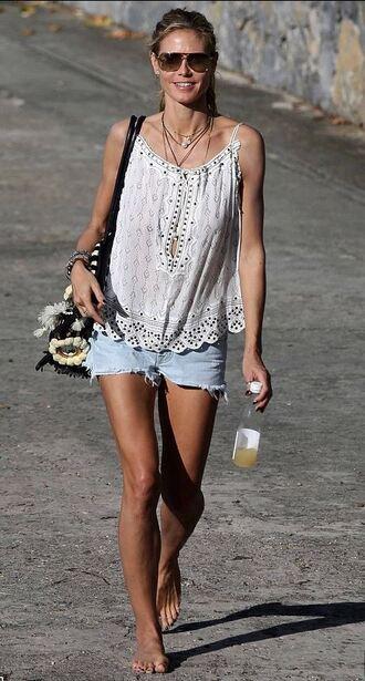 top heidi klum summer outfits shorts bag