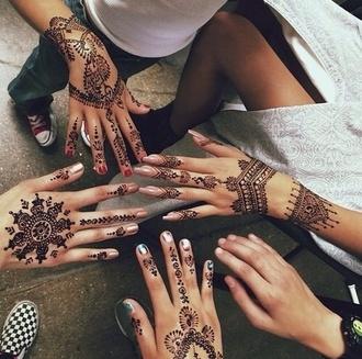 make-up henna tattoo