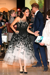 shoes,gown,prom dress,meghan markle,celebrity,red carpet dress