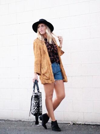 hat blogger bag b. jones style blouse parka