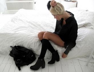 shoes black booties ankle heels zipper