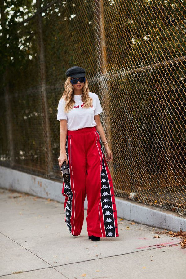 pants red pantsw red pants wide-leg pants top white top hat sunglasses shoes
