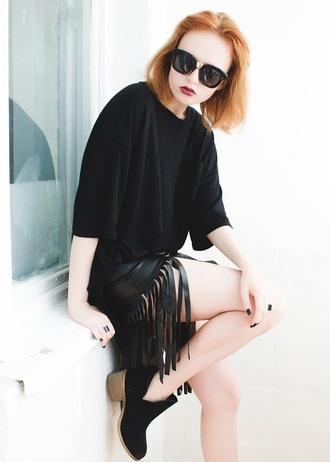 kristina magdalina blogger fringe skirt black skirt oversized t-shirt black t-shirt
