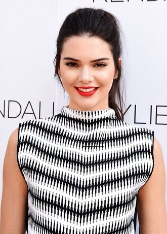 tank top top blouse t-shirt kendall jenner white black red lipstick make-up hair/makeup inspo