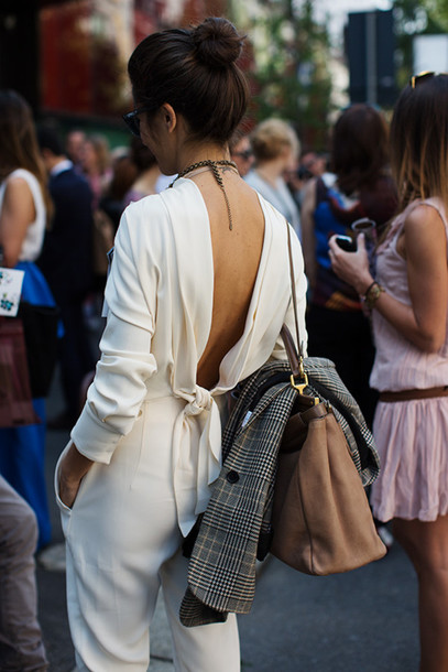 pants white bow jumpsuit open back sweater whit back backless white jumpsuit cream backless amazing backless jumpsuit white jumpsuit date outfit long sleeves bag camel bag