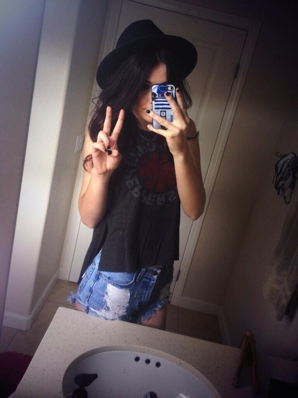 t-shirt acacia brinley jeans shorts hat phone cover band merch top cardigan home accessory tank top black black tank top acacia brinley red hot chili peppers rhcp black top black shirt band t-shirt