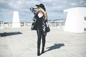 room91 blogger fall outfits floral jacket leather pants