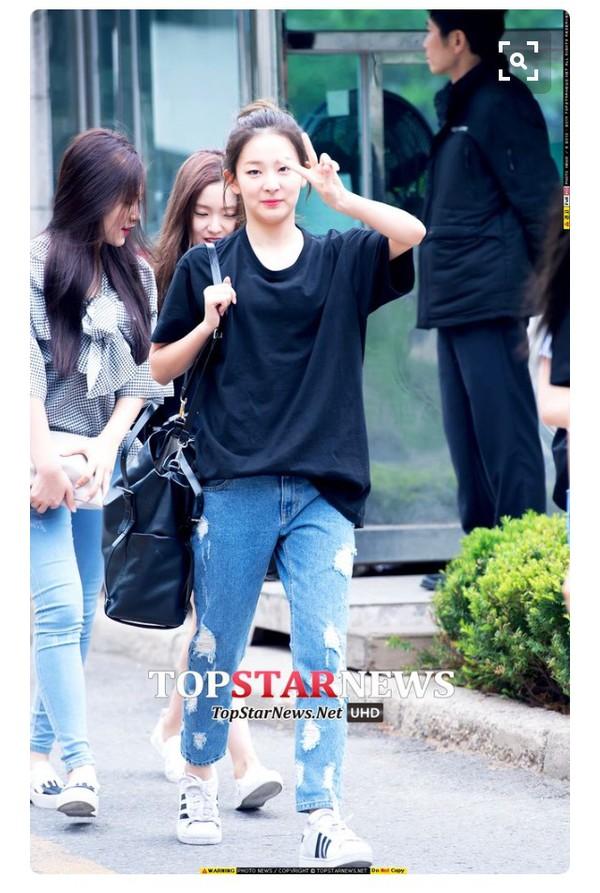 Jeans Streetstyle Sneakers Kfashion K Pop K Drama Korean Fashion Korean Style Korean