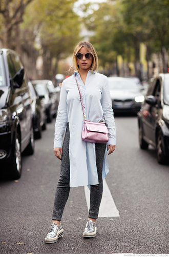 carolines mode blogger shirt metallic bag slit grey sweatpants pink bag shirt dress silver shoes