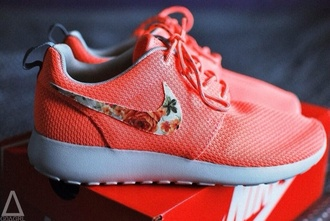 shoes pink coral nike nike womens shoes roshe runs nike sneakers roshe run nike coral floral fashion nike roshe run roshe pink flower roshes sneakers running shoes flowers nike running shoes bag salmon roshe runs nikes neon nike roshe nike roshes floral nike shoes nike free run
