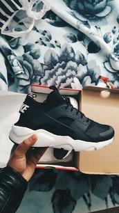 shoes,hurraches,huarache,black,white,nike,nike shoes