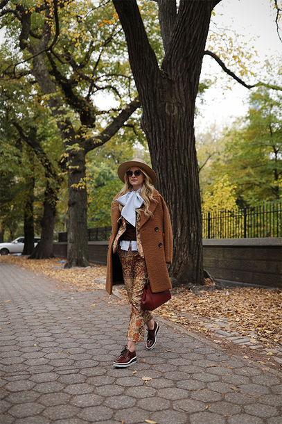 pants tumblr cropped pants printed pants coat brown coat shoes brown shoes felt hat hat bag fall colors fall outfits