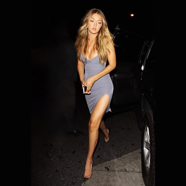 dress grey model off-duty gigi hadid grey dress short dress