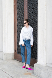 top,mom jeans,tumblr,white top,shirt,white shirt,denim,jeans,blue jeans,shoes,pink shoes,mules,kitten heels,sunglasses