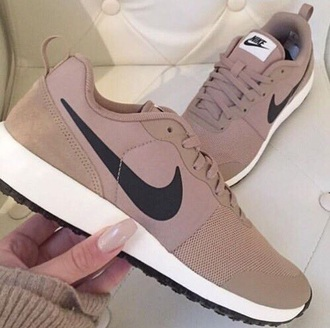 shoes nude sneakers nike shoes nude nike nike sneakers tan nikes nude shoes nike running shoes low top sneakers beige brown sneakers want black white brand fashion vibe cool girl style nikes sneakers
