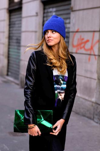 bag clutch metallic clutch green bag coat black coat winter coat t-shirt beanie blue beanie the blonde salad top blogger lifestyle blogger chiara ferragni