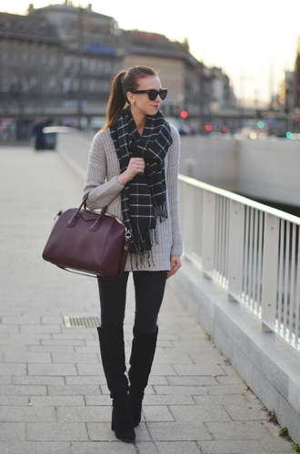vogue haus blogger sweater jeans scarf shoes bag sunglasses jewels