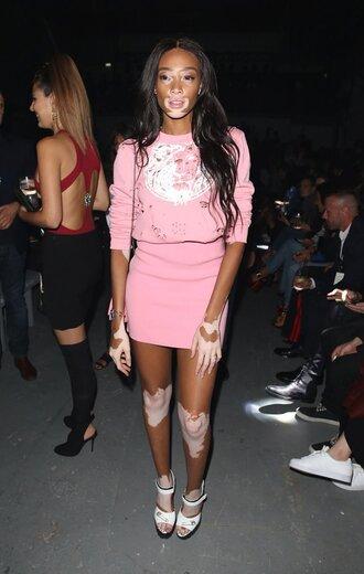 dress winnie harlow london fashion week 2016 model off-duty pink pink skirt light pink pastel