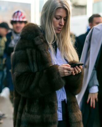 coat nyfw 2017 fashion week 2017 fashion vibe fashion week streetstyle fur coat faux fur coat big fur coat brown brown coat shirt white shirt