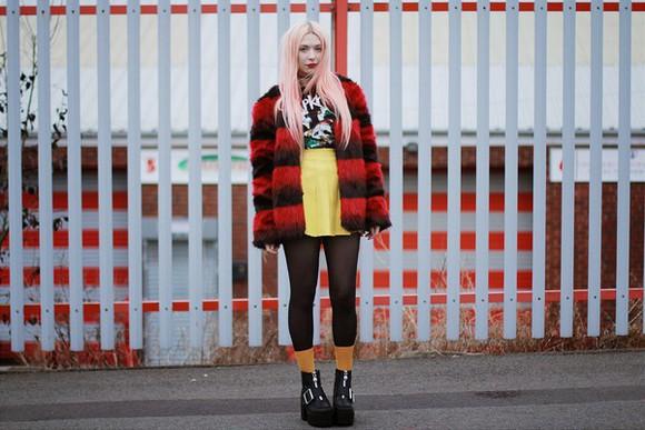 blogger t-shirt mini skirt kayla hadlington socks stripes red grunge