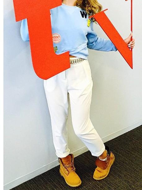 blouse blue blue blouse banana print white trousers white pants shoes hat phone cover jacket