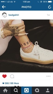 shoes,white sneakers,puma,hipster,white shoes,puma sneakers,puma white,puma white shoes,love,creepers,jewels,rihanna,hand chain,delicate gold jewellery,jewelry,gold,body chain,gold body chain,rihanna jewelry,rihanna style